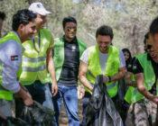 ولي العهد يشارك المتطوعين في الحملة الوطنية للنظافة العامة وحماية البيئة