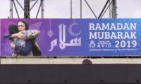 رئيسة وزراء نيوزيلندا على ملصق تهنئة بقدوم رمضان