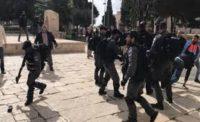 قوات الاحتلال تعتدي على حراس الاقصى