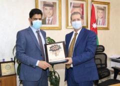 """بحث سبل التعاون بين """"عمان العربية"""" وسفارة سلطنة عُمان"""